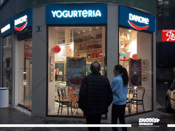 rotulo-exterior-de-corporeo-retroiluminado-de-led-para-yogurteria-danone-4