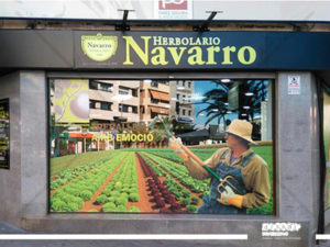 impresion forgrafica para cristaleras exteriores de la Herbolisteria Navarro