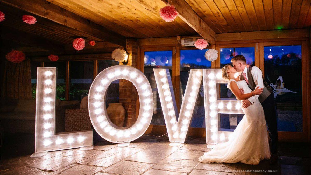 Detalles con gusto: diseñamos letras corpóreas para bodas