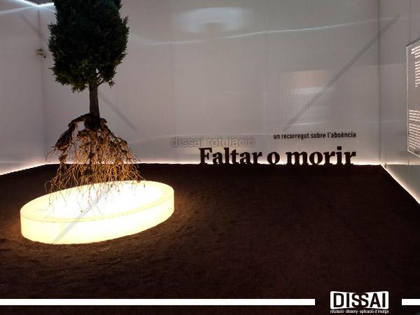 «Faltar o morir». Montaje expositivo en l'ETNO
