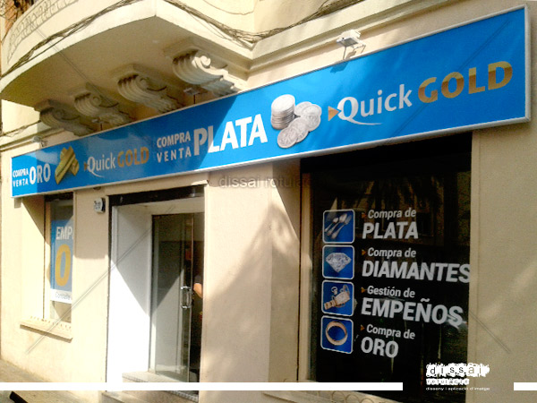 Intervencion en fachada de  Quick Gold